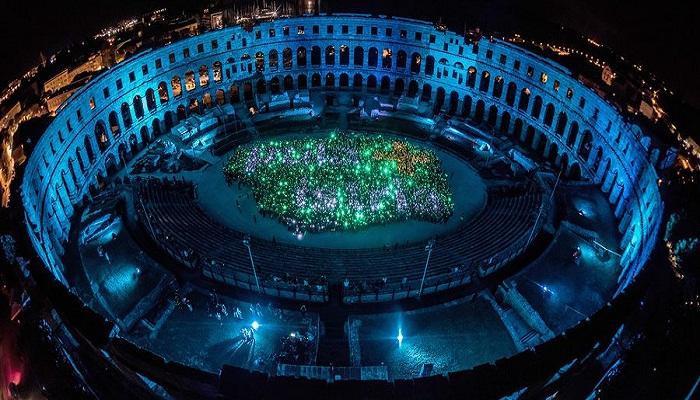 Амфитеатр Пулы — излюбленное место проведения кинофестивалей, концертов и ярких представлений.