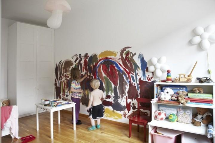 А детям разрешено рисовать прямо на стене