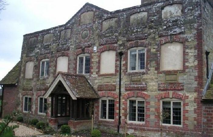 Окна замуровывались в хаотичном порядке (Англия).