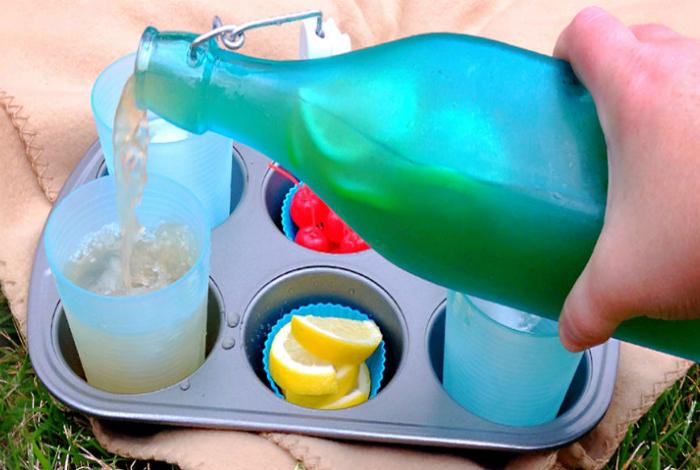Подставка для закусок и напитков.