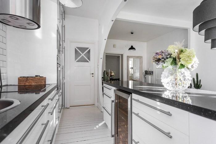 Кухня в квартире-студии.