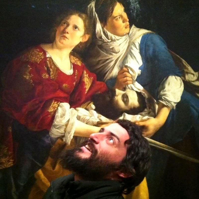 Автор картины «Юдифь и служанка с головой Олоферна» (1621-1624 годов) - итальянский художник эпохи раннего барокко Орацио Джентилески (Orazio Gentileschi).