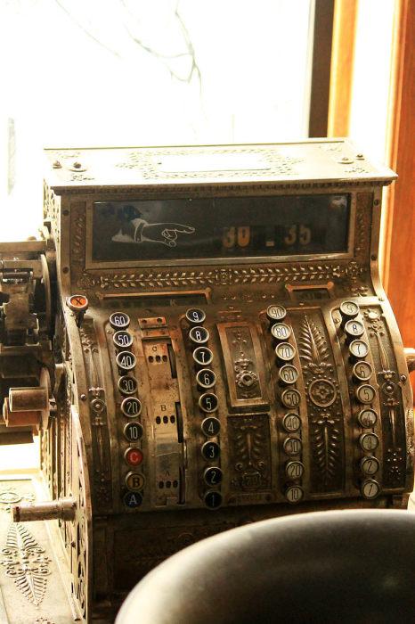 Старинный кассовый аппарат. / Фото: www.atlasobscura.com