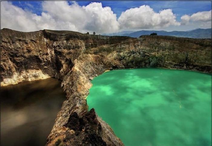 Трехцветные озера: Индонезия