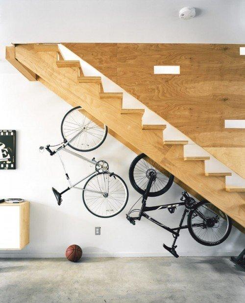 Оригинальное использование пространства под лестницей