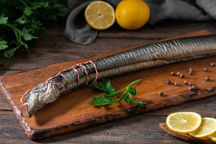 Копченый угорь используется в суши и роллах. / Фото: cafe1.in.ua
