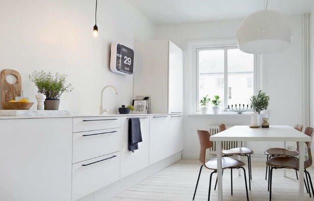 Организация освещения на белой кухне