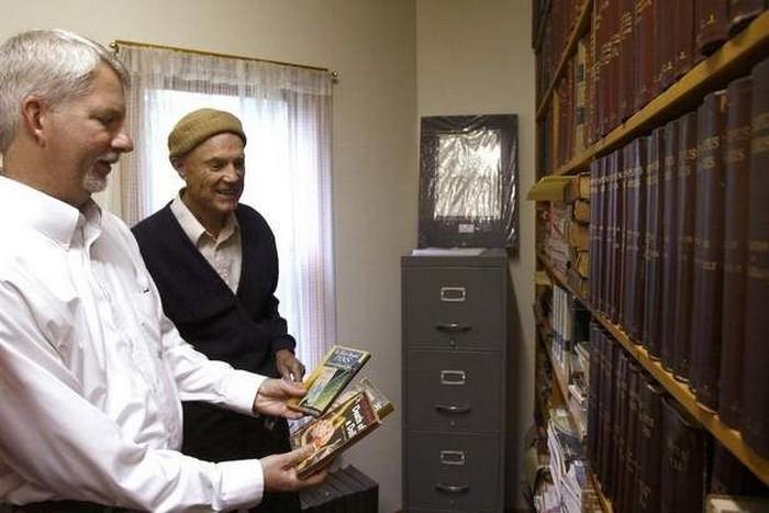 Домашняя библиотека, насчитывающая 35 000 книг
