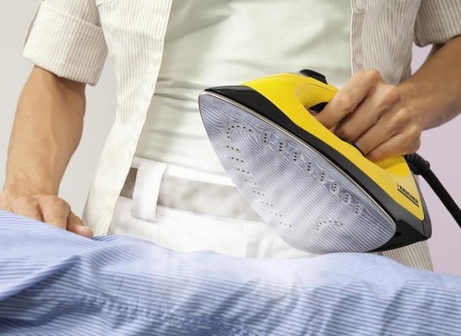 Глажка утюгом (можно с отпариванием) эффективно уничтожает яйца и личинки моли на одежде