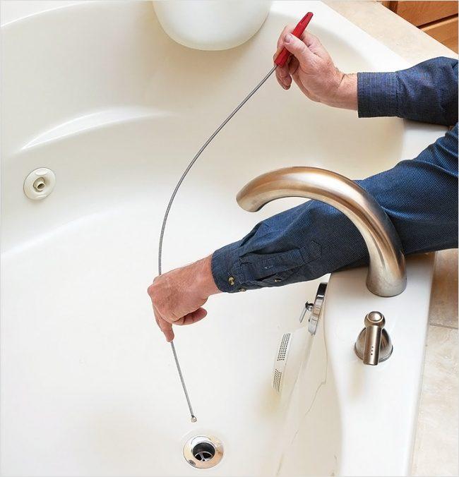 восле слива ванной собирается песок служит для сохранения