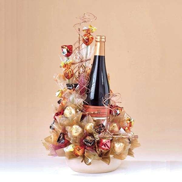 Как украсить бутылку шампанского конфетами на праздник