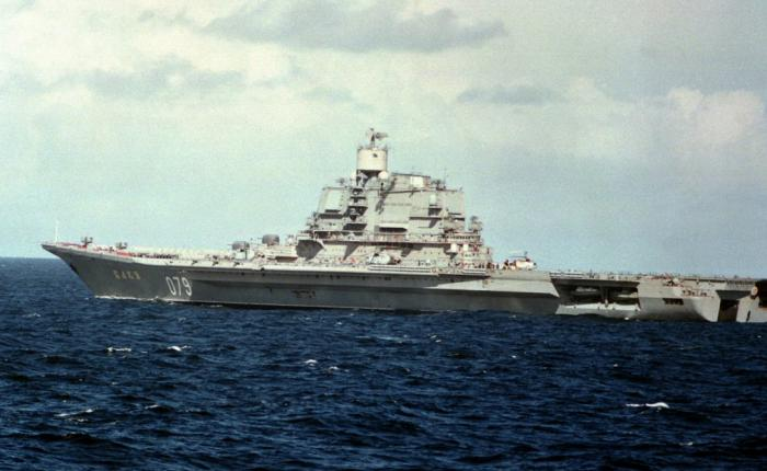 Адмирал Горшков Класс судна: авианесущий крейсер У этого крейсера было много имен: «Харьков», «Баку», «Адмирал Флота Советского Союза Горшков», а теперь он ходит под совсем уж чуждым русскому уху наименованием «Викрамадитья». С 1987 года крейсер входил в состав Северного флота ВМФ России, но ни разу не участвовал ни в каких боестолкновениях. В 2004 году авианосец продали Индии, где он подвергся глобальной перестройке и вошел в состав ВМС страны.