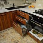 Кухня: квадратная, с двумя дверьми