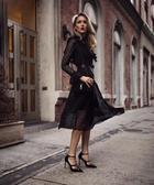 Платье длины миди настоящее украшение для женщины