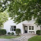 Белый домик с легкими солнечными интерьерами в США