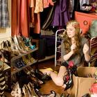 17 вещей, которые нужно выбросить из своего гардероба