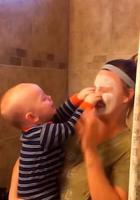 Смешные малыши, которые увидели маму с маской на лице