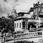 Заброшенный замок в джунглях: Как два мечтателя создали волшебную страну для избранных