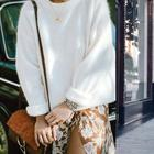 Утепление и женственность: как носить свитер с платьем