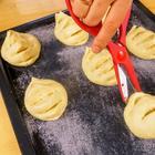 Делаем пять надрезов на тесте чтобы получить вкуснейший чесночный хлеб / Рецепты Другой Кухни
