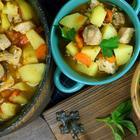 Рагу  из свинины с овощами на сковороде