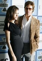 Почему дочь Анджелины Джоли и Бреда Питта решила стать мальчиком: Шайло Нувель