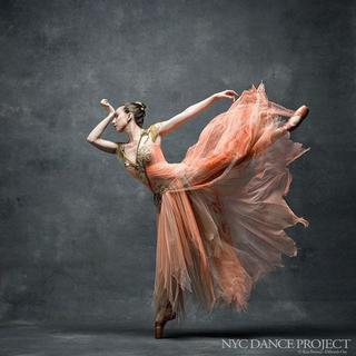 Искусство движения: 14 потрясающих снимков артистов парящих в танце