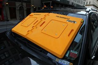 Нарушителей правил парковки предлагают наказывать блокираторами лобового стекла