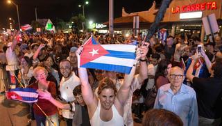 В Майами выходцы с Кубы устроили праздник по поводу смерти Фиделя Кастро