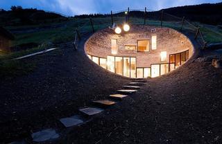 Подземный дом в деревне Вальс, Швейцария