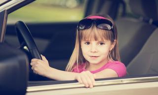 МВД предлагает возить без автокресла детей с семи лет