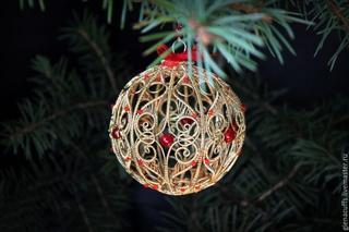 Оригинальный елочный шар из проволоки