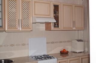Кухня: 7 квадратных метров в бежевом