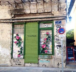 Вышитые крестиком узоры на испанских улицах