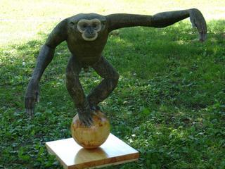 Деревянные анималистические скульптуры