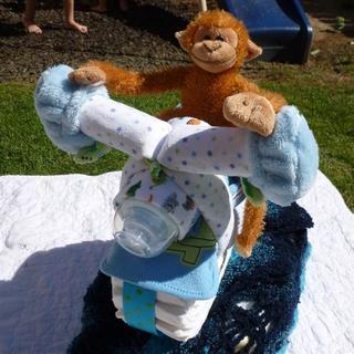 Мотоцикл из подгузников - подарок новорожденному