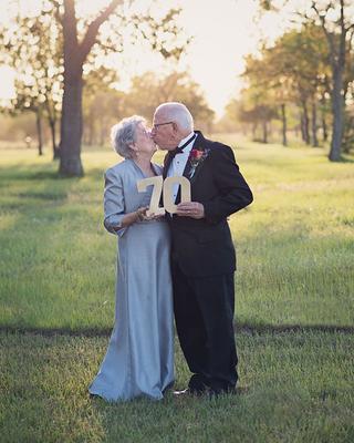 Пара отпраздновала 70-летний юбилей свадебной фотосессией, которой у них не было в день бракосочетания