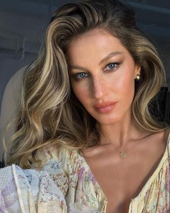 20 причесок для женщин старше 50 лет, которые помогут выглядеть как знаменитости