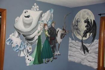 Отец разрисовал комнату дочерей их любимыми персонажами
