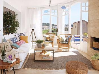 Солнечный дом с видом на море в Испании