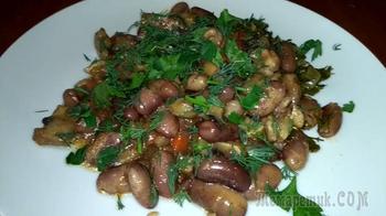Фасоль с грибами в горшочке.Постное блюдо.