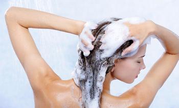 10 вредных привычек, которые портят ваши волосы