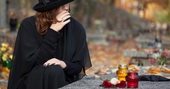 3 причины, почему беременным нельзя ходить на похороны
