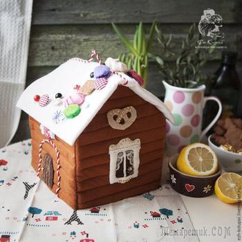Шьем «Пряничный домик» — фетровую грелку на чайник