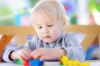 Как развивать мелкую моторику в 3 года: увлекательные игры с малышом