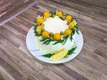 Заукусочный торт с курицей, грибами и сыром