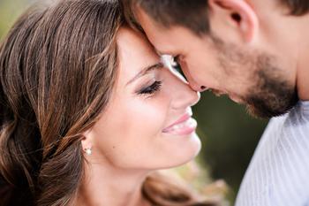 6 факторов, благодаря которым в отношениях возникает магия