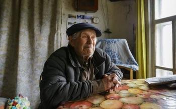 «Я на дом копил, но им нужнее»: одинокий 85-летний учитель истории отдал миллион рублей сиротам