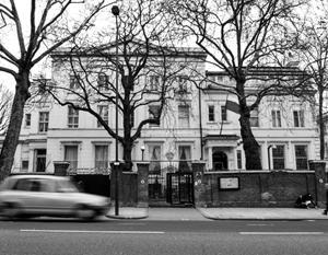 Высылаемые из Британии российские дипломаты уехали под «Прощание славянки»