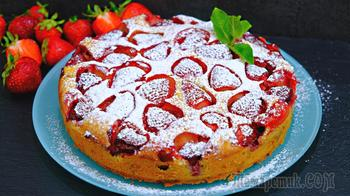 Сочный пирог с клубникой